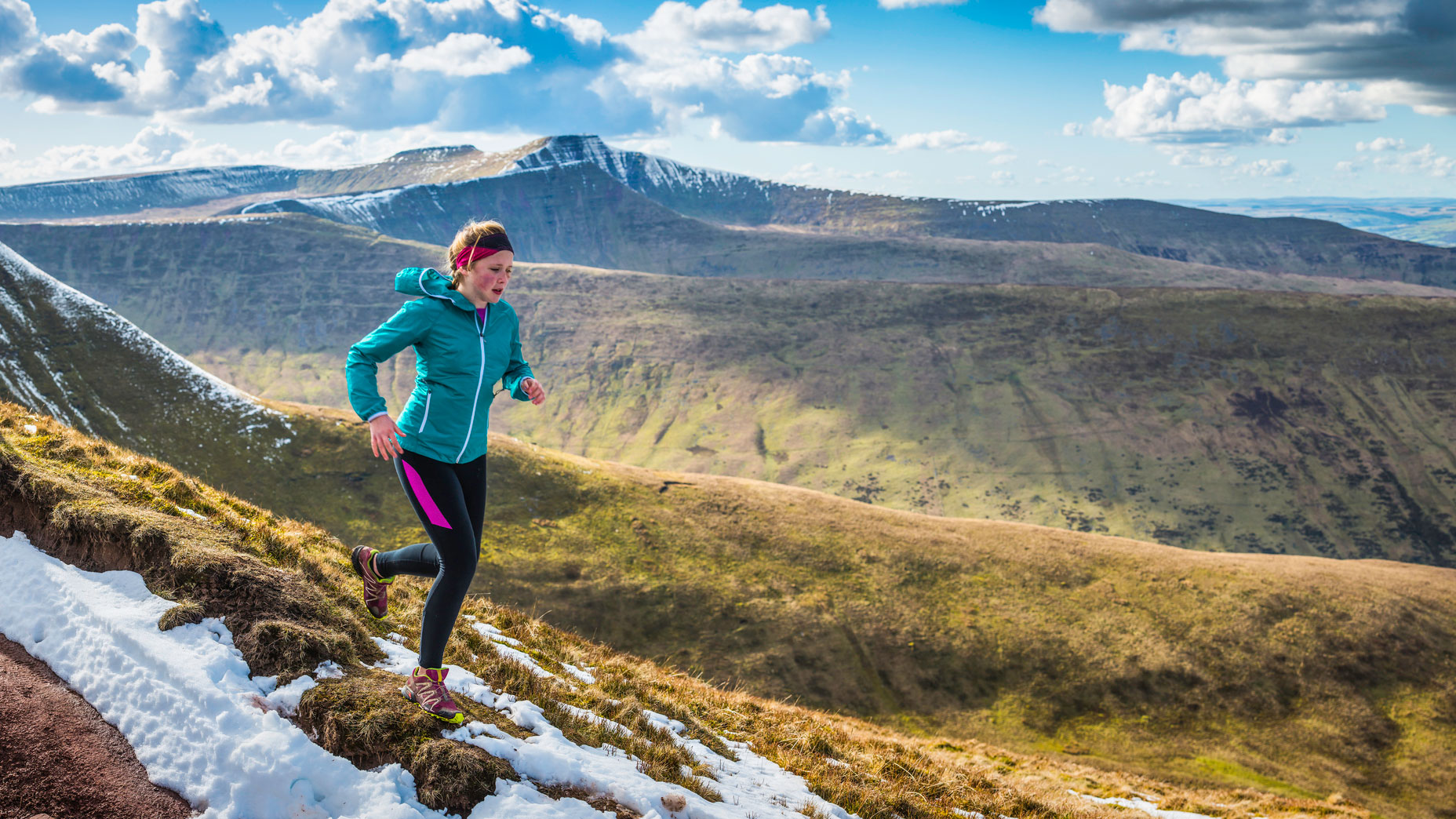 Trail-Running-Events-in-the-UK-_-5-of-the-Best-Woman-Trail-Running-in-the-Snow